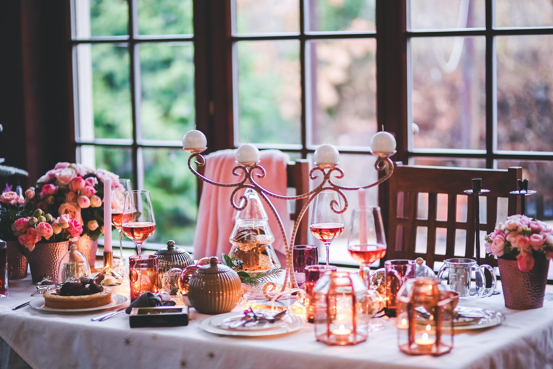 Una cena romantica è un regalo Di San Valentino perfetto per lui o per lei