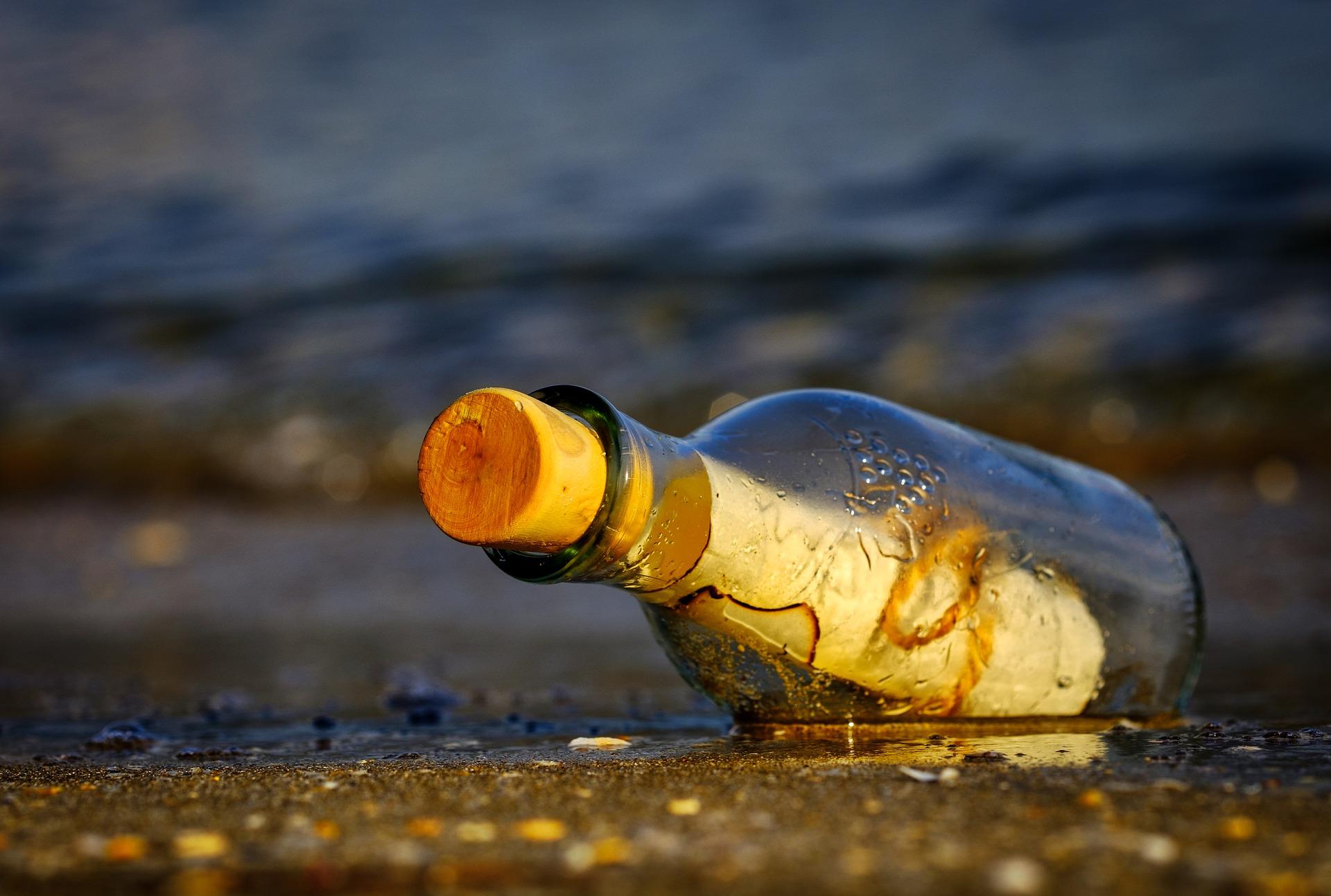 Una bottiglia con un messaggio è un'idea regalo fai da te per San Valentino originale