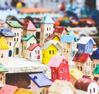 Comune di Gordona: oltre 500 figurine, decine di pagine e una storia da raccontare