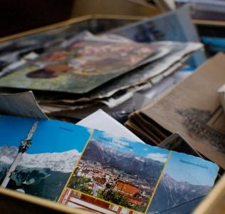 Regali per chi ama viaggiare: come rendere eterni i ricordi di viaggio con un album di figurine personalizzato